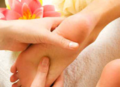 Lassen Sie sich im Urlaub verwöhnen! Fussreflexzonenmassage, Physio, Moorpackungen und mehr in der Physio Praxis Breid in Leipheim / Günzburg