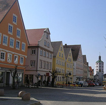 Die historische günzburger Altstadt lädt zum essen und bummeln ein