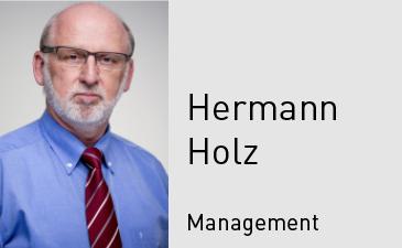 Portrait_Holz_kl_en