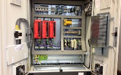 Steuerung für Blechbearbeitungsmaschine in Sonderfarbe