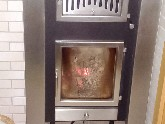 Kachelofeneinsätze wasserführend: mit der überschüssigen Wärme wird die Heizungsanlage unterstützt