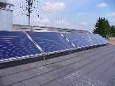 Solaranlage in verschiedenen Winkeln zwischen 15°-45° um einen optimalen Wirkungsgrad zu erreichen