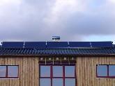 Bei der Solaranlage Aufdach aufgeständert wird durch eine Neigung bis zu 30°ein höherer Wirkungsgrad erzielt