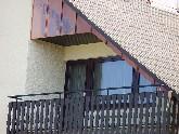 Eine Wand- & Giebelverkleidung aus Kupfer hat den Vorteil dass die Brettverschalung darunter nie wieder gestrichen werden muss